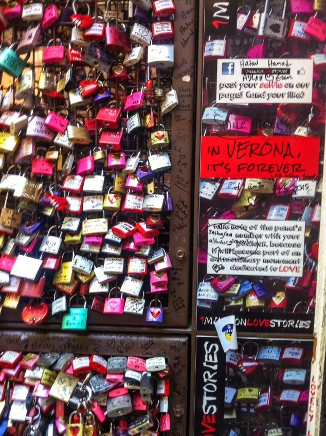Casa di Giulietta, love locks, Verona, Italy